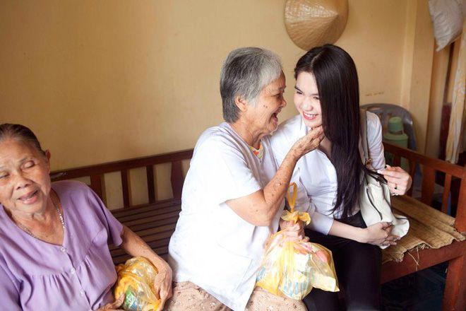 Cách làm từ thiện của Ngọc Trinh: Không kêu gọi quyên góp, dành nhiều sự quan tâm cho người già - Ảnh 7.
