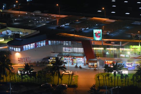 Một nhân viên LHQ mắc COVID-19 đưa đến Việt Nam điều trị khẩn cấp bằng máy bay riêng; Hỏa tốc cách ly siêu thị BigC Đồng Nai - Ảnh 1.
