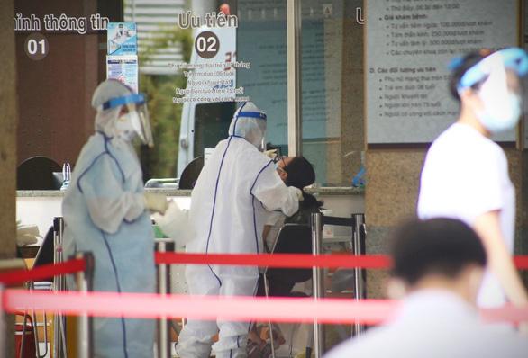 Có 503 ca COVID-19 trong nước ngày 17/6; Một nhân viên LHQ mắc COVID-19 đưa đến Việt Nam điều trị khẩn cấp bằng máy bay riêng - Ảnh 1.
