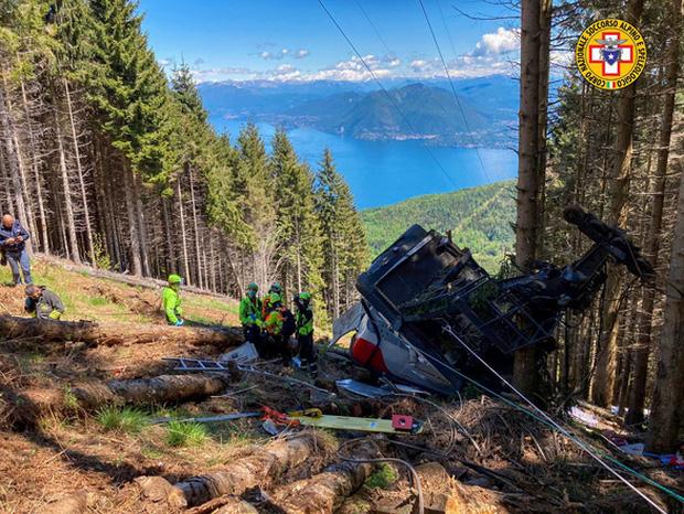 Video: Kinh hoàng khoảnh khắc cáp treo đột ngột đứt dây rơi tự do từ độ cao 500 mét khiến 14 người tử vong thương tâm - Ảnh 3.