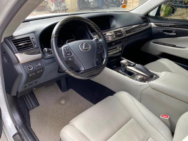 Giữ giá như Lexus LS 460L: 8 năm tuổi vẫn rao bán 3,5 tỷ đồng, ODO chỉ 2.600km/năm - Ảnh 3.