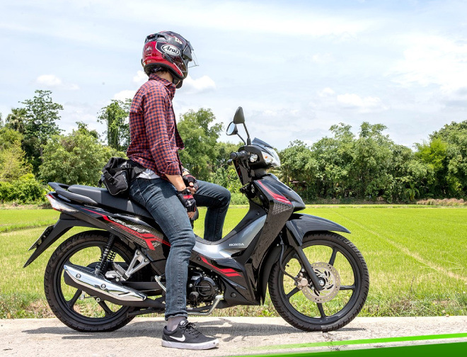 Mẫu xe máy Thái đi 100km hết 1,3 lít xăng, giá 27 triệu đồng, chặt đẹp Honda Wave Alpha - Ảnh 1.