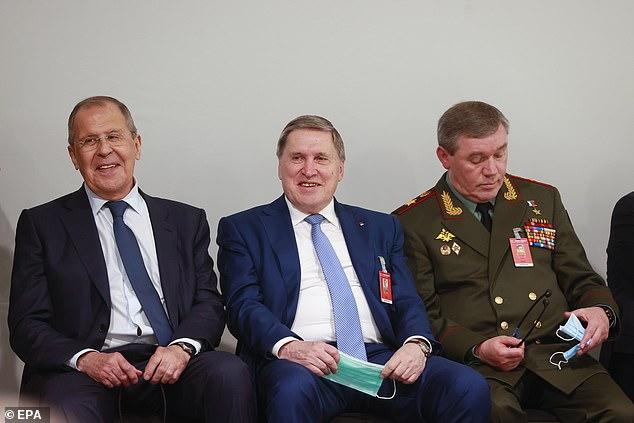 Đại tướng Nga kè kè hộ tống TT Putin gặp mặt ông Biden: Bất thường hay bình thường? - Ảnh 1.
