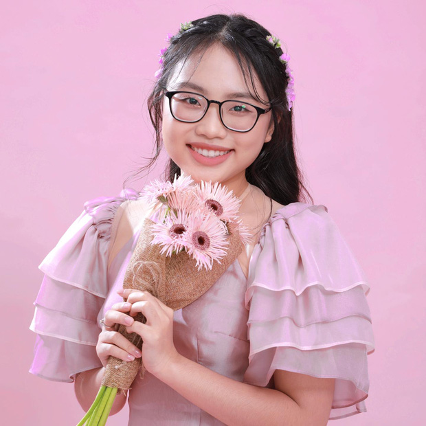 Phương Mỹ Chi: Cô bé sống ở nhà cấp 4 cùng gia đình 14 người, hát đám ma giá 100 nghìn đến sao nhí đổi đời sau giải tiền tỷ - Ảnh 1.