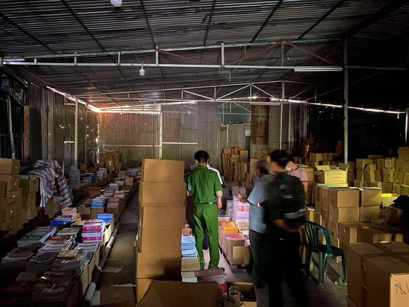 Triệu tập hàng chục đối tượng liên quan đến đường dây làm giả 3 triệu cuốn sách - ảnh 2