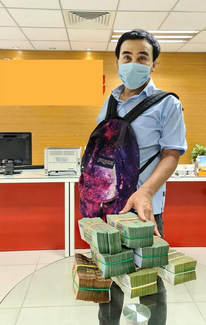 Chiếc ba lô MC Quyền Linh đựng 2,2 tỷ tiền từ thiện hóa ra là đồ cũ của cô con gái Lọ Lem đây mà! - ảnh 2