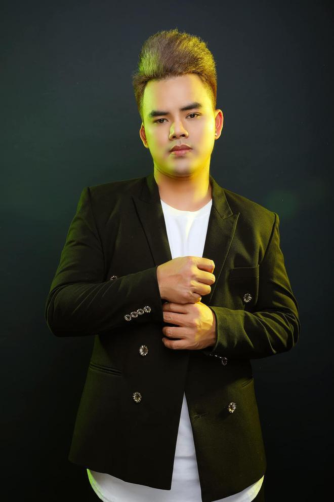 Ca sĩ tố Phi Nhung đòi 40 triệu tiền xăng xe hát ở chùa lại bóc phốt Quang Lê - Ảnh 2.