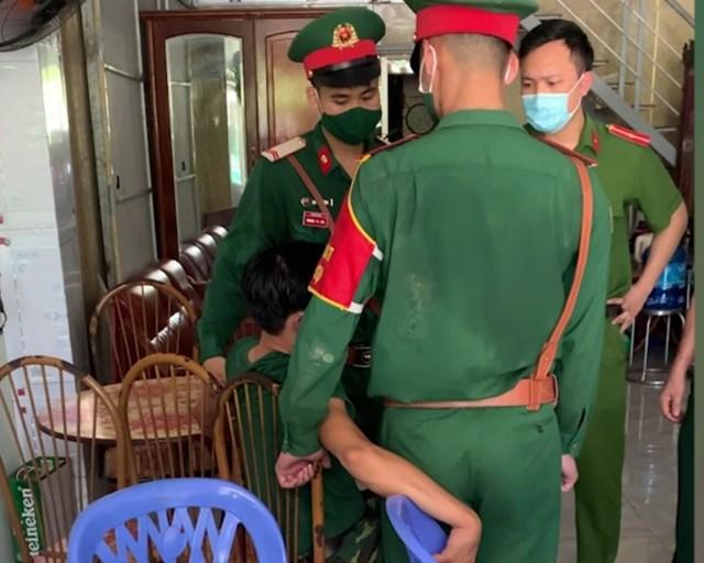 Quảng Ninh: Phạt thanh niên giả danh sĩ quan Quân đội đi tán gái - Ảnh 1.