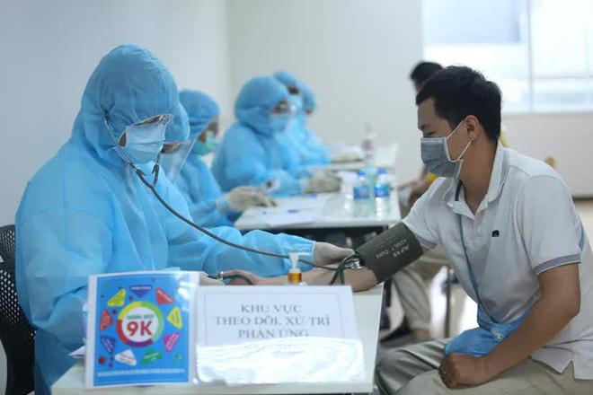 Tác dụng phụ sau tiêm vaccine COVID-19: Cách theo dõi và xử trí đúng chuẩn khoa học - Ảnh 14.