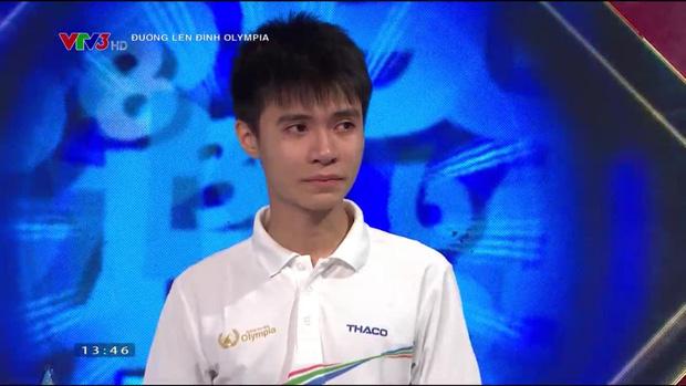 Đường Lên Đỉnh Olympia bị nhận xét dồn hết câu khó cho thí sinh Nghệ An, khiến cậu bạn khóc nức nở vì không được vào CK năm - ảnh 1