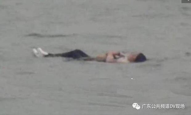 Trôi lênh đênh trên biển suốt 1 đêm, cô gái không biết bơi vẫn sống sót thần kỳ, cõi mạng nháo nhào vì nguyên nhân quá mức khó tin - Ảnh 4.