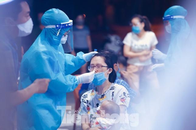 Một bệnh nhân COVID-19 ở TP.HCM tử vong; Đề xuất nới lỏng một số hoạt động thiết yếu ở Hà Nội từ ngày mai 22/6 - Ảnh 1.