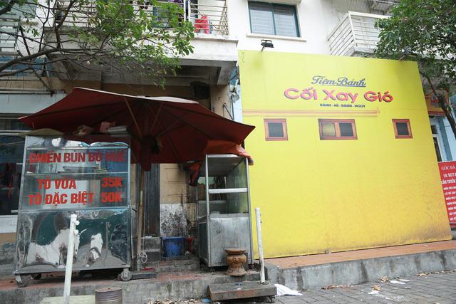 Hơn một tháng Hà Nội đóng cửa nhiều dịch vụ để chống dịch Covid-19 - Ảnh 1.