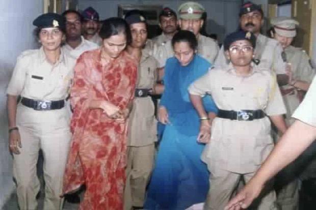 Ấn Độ: Chuyện kẻ cưỡng hiếp bị 200 phụ nữ cầm dao đâm chết ngay tại tòa - Ảnh 3.