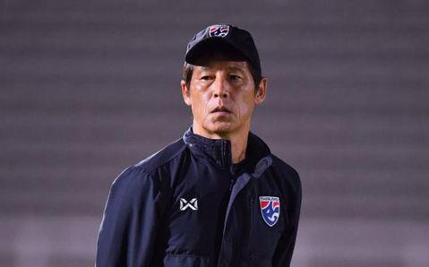 """HLV Nishino nhận """"trái đắng"""", bị giảm lương nặng nề dù vẫn giữ ghế ở tuyển Thái Lan"""