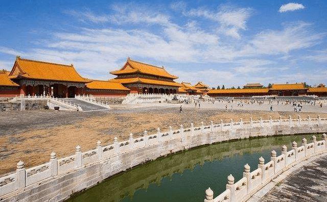 Có một con mãng xà dài nghìn mét quanh Tử Cấm Thành: Là hộ mệnh của hoàng đế, hiện đã 612 tuổi - Ảnh 1.