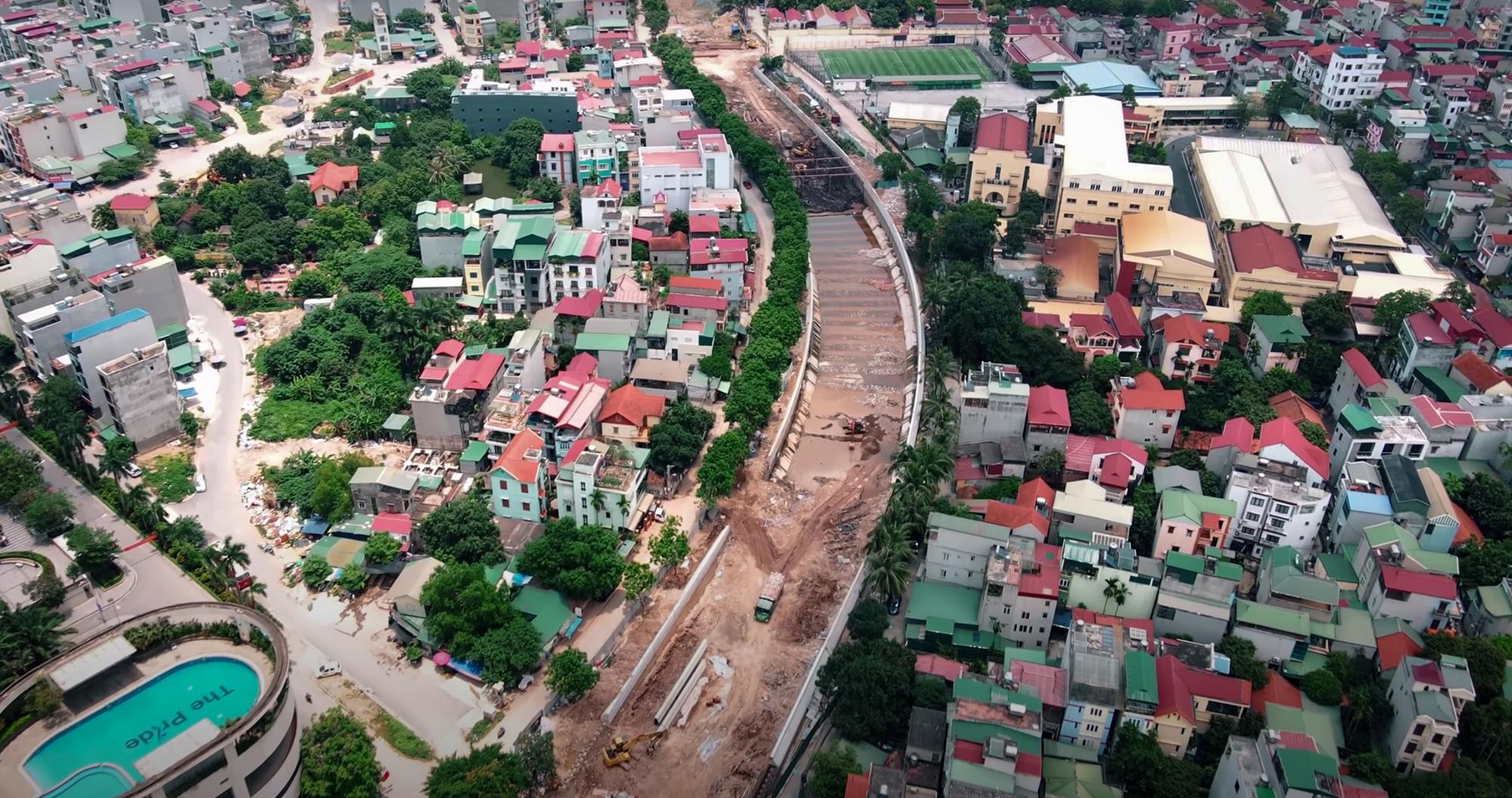 Đại dự án 7.000 tỷ đồng chống ngập cho 6 quận huyện phía Tây TP Hà Nội chậm tiến độ, ngập ngụa trong rác - Ảnh 2.