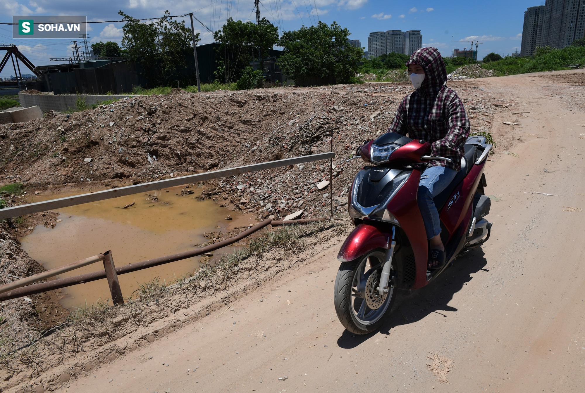 Đại dự án 7.000 tỷ đồng chống ngập cho 6 quận huyện phía Tây TP Hà Nội chậm tiến độ, ngập ngụa trong rác - Ảnh 17.