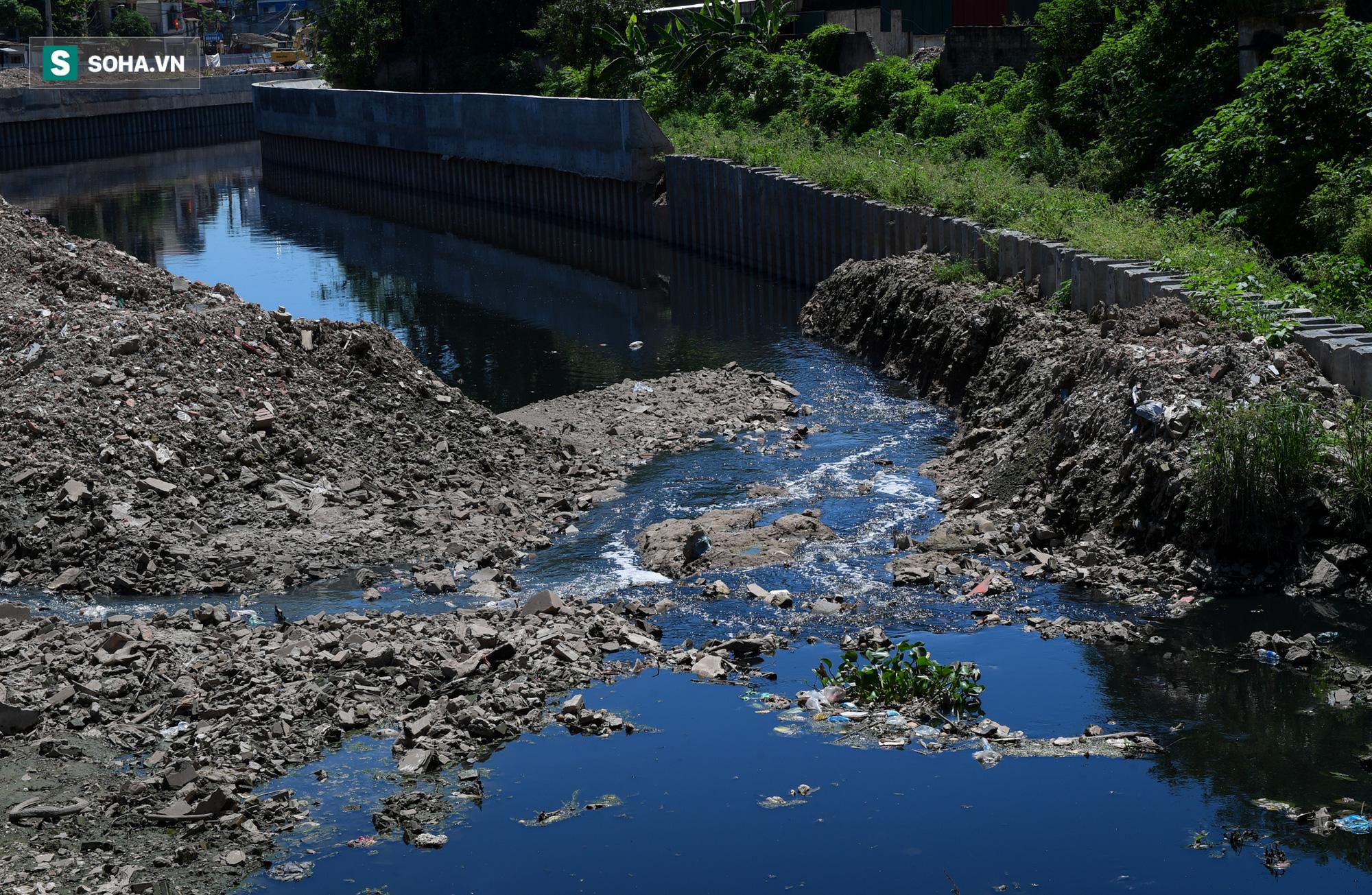 Đại dự án 7.000 tỷ đồng chống ngập cho 6 quận huyện phía Tây TP Hà Nội chậm tiến độ, ngập ngụa trong rác - Ảnh 18.