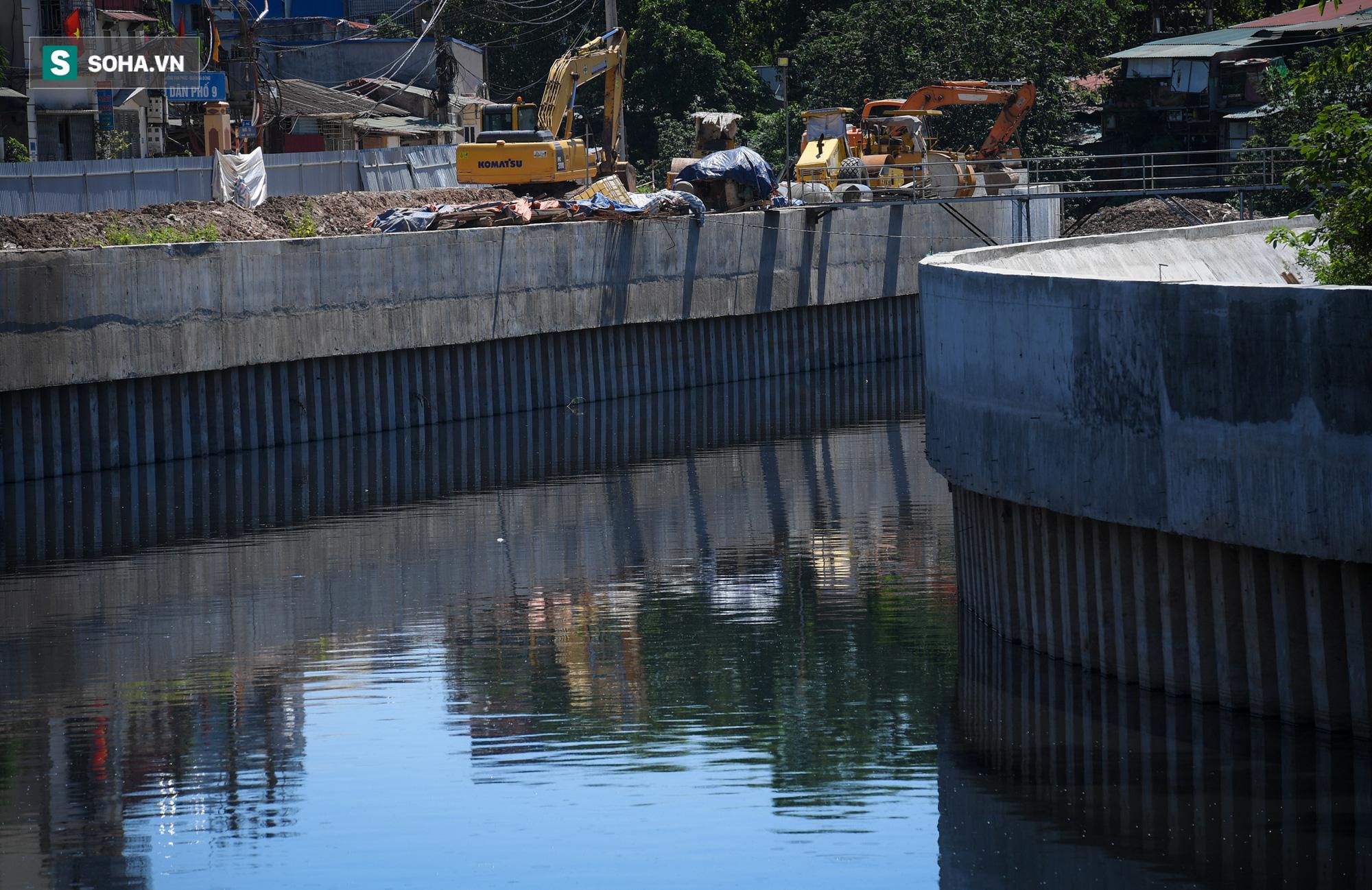 Đại dự án 7.000 tỷ đồng chống ngập cho 6 quận huyện phía Tây TP Hà Nội chậm tiến độ, ngập ngụa trong rác - Ảnh 6.