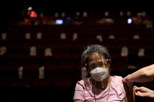Philippines có hơn 1,3 triệu ca COVID-19, tổng thống tức giận vì dân lười tiêm vắc xin  - Ảnh 2.