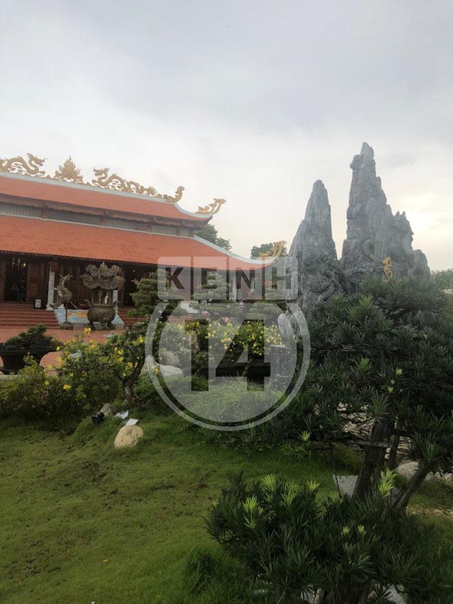 Toàn cảnh Nhà thờ Tổ 100 tỷ của NS Hoài Linh: Trải dài 7000m2, nội thất hoành tráng sơn son thếp vàng, nuôi động vật quý hiếm - Ảnh 12.