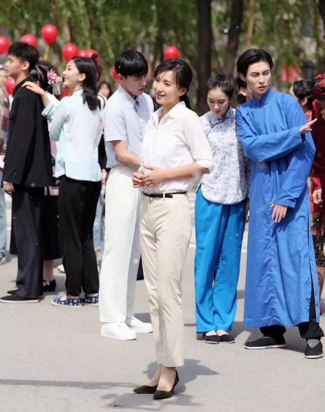 Mỹ nhân Thiên Long Bát Bộ gây tranh cãi khi được phong hàm giáo sư  - Ảnh 3.