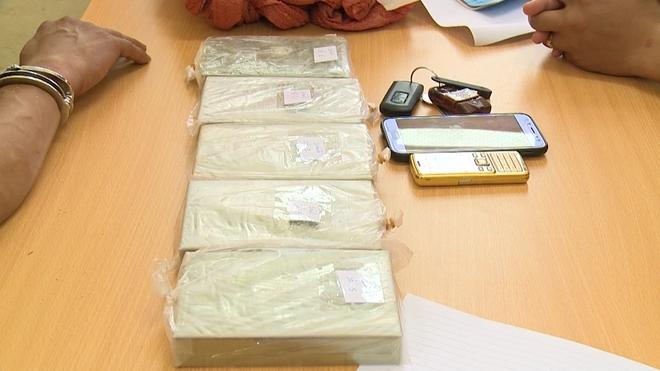 Phá 2 chuyên án lớn, thu 83 bánh heroin - Ảnh 4.
