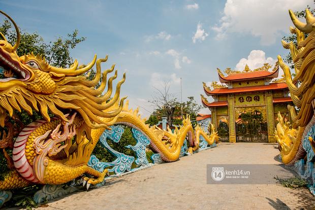 Toàn cảnh Nhà thờ Tổ 100 tỷ của NS Hoài Linh: Trải dài 7000m2, nội thất hoành tráng sơn son thếp vàng, nuôi động vật quý hiếm - Ảnh 7.