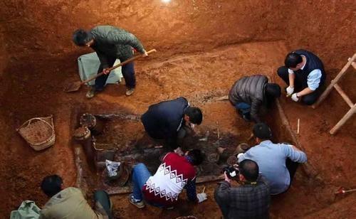Khai quật mộ Cẩm Y Vệ phát hiện chai rượu mận bọn trộm coi thường bỏ lại: Trị giá 1 tỷ NDT - Ảnh 2.