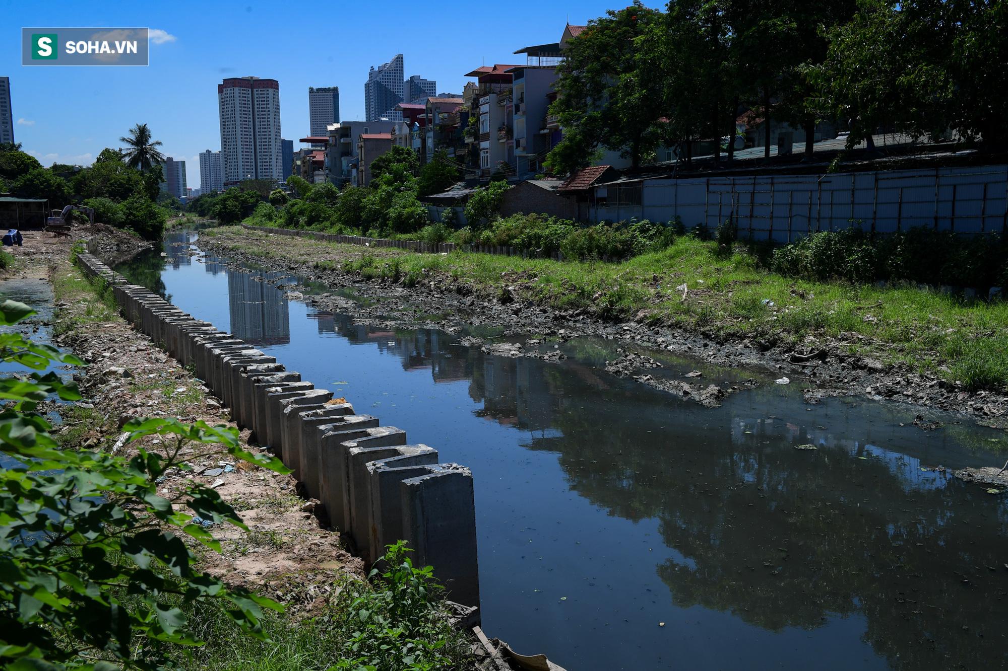 Đại dự án 7.000 tỷ đồng chống ngập cho 6 quận huyện phía Tây TP Hà Nội chậm tiến độ, ngập ngụa trong rác - Ảnh 19.