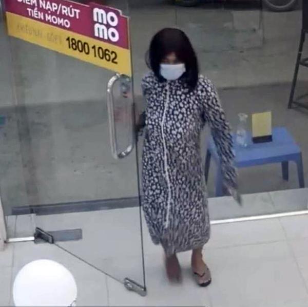 Giả gái đi cướp điện thoại - Ảnh 2.