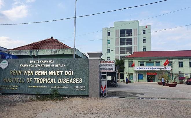 Chiều nay, TP. HCM phát hiện 61 ca mắc mới; Nhân viên sân bay Tân Sơn Nhất bị tiêm nhầm 2 mũi vắc xin liên tiếp - Ảnh 1.