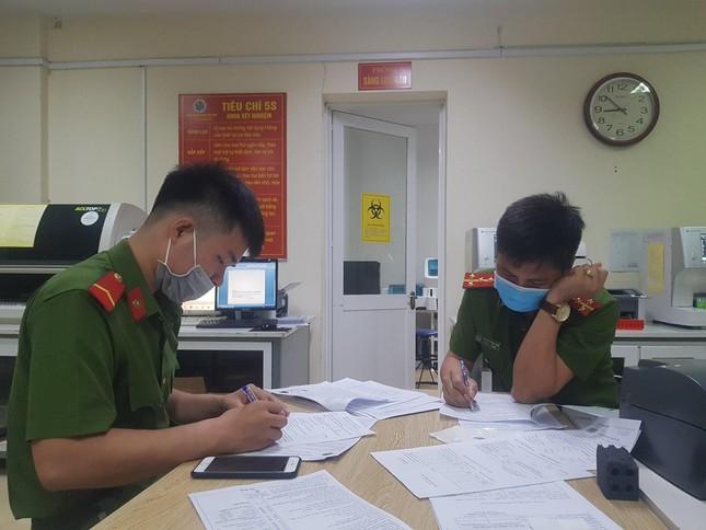 5 chiến sĩ công an hiến máu cứu sản phụ trong đêm - Ảnh 2.