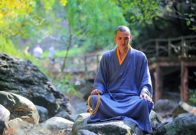 """Nhà sư đẹp trai nhất Trung Quốc: Từ bỏ công việc """"đáng đồng tiền bát gạo"""" đi tu ở tuổi 29, phiên bản đời thực của Đường Tăng! - Ảnh 5."""