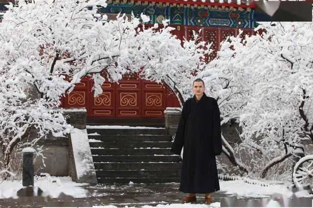 """Nhà sư đẹp trai nhất Trung Quốc: Từ bỏ công việc """"đáng đồng tiền bát gạo"""" đi tu ở tuổi 29, phiên bản đời thực của Đường Tăng! - Ảnh 6."""