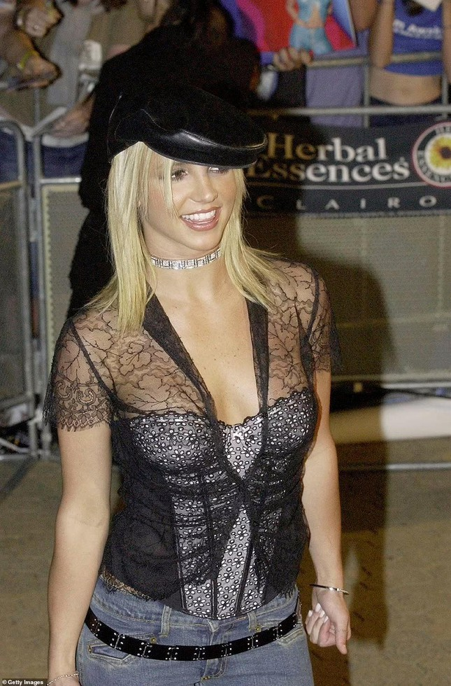 Britney Spears già nua thấy rõ, đầu tóc rối bời khi rời sở cảnh sát - Ảnh 5.