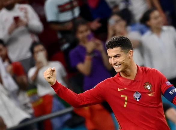 Ronaldo nhận được thông điệp đặc biệt sau cột mốc lịch sử - Ảnh 1.