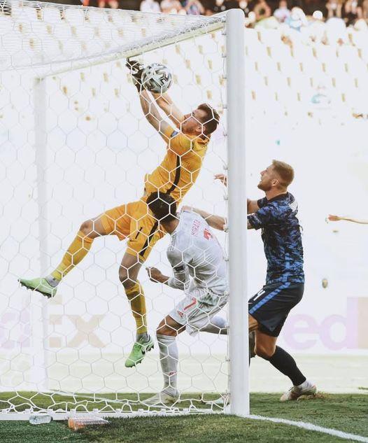 Morata đá hỏng 11m nhưng TBN vẫn đại thắng; Ba Lan bị loại dù Lewandowski ghi cú đúp - Ảnh 3.