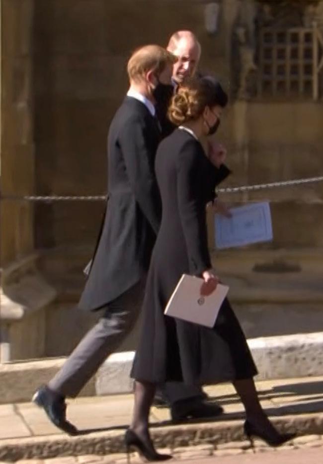 Hé lộ sự thật chua chát sau khoảnh khắc Harry cùng vợ chồng Công nương Kate trò chuyện ở tang lễ Hoàng tế Philip - ảnh 2