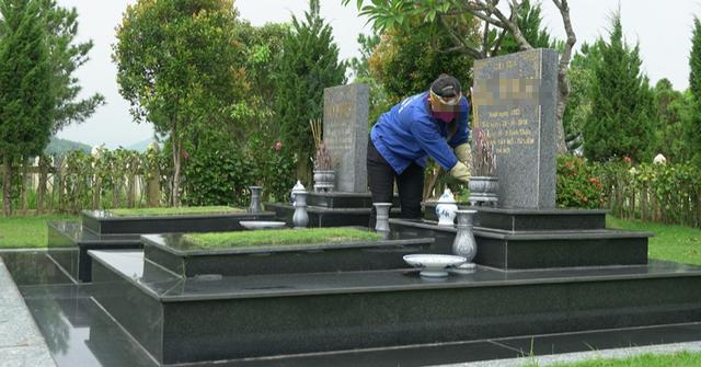 Có một nghề nghe tên đã rờn rợn, ngày ngày phải đi lại giữa nghĩa trang - Ảnh 3.