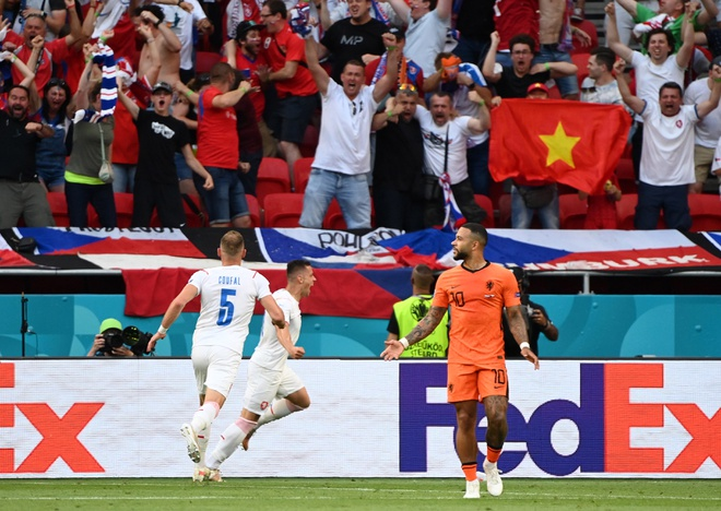 Dính tấm thẻ đỏ tai hại, Hà Lan bị đá văng khỏi Euro theo kịch bản đầy đau đớn - Ảnh 3.
