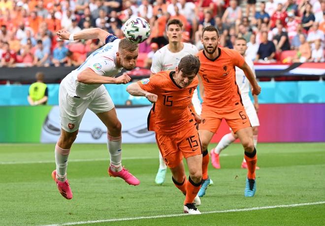 Dính tấm thẻ đỏ tai hại, Hà Lan bị đá văng khỏi Euro theo kịch bản đầy đau đớn - Ảnh 1.