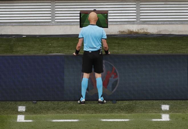 Dính tấm thẻ đỏ tai hại, Hà Lan bị đá văng khỏi Euro theo kịch bản đầy đau đớn - Ảnh 2.