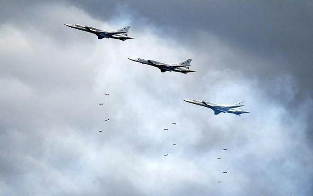 Nga thử nghiệm hàng loạt vũ khí mới ngoài khơi Syria - Ảnh 2.