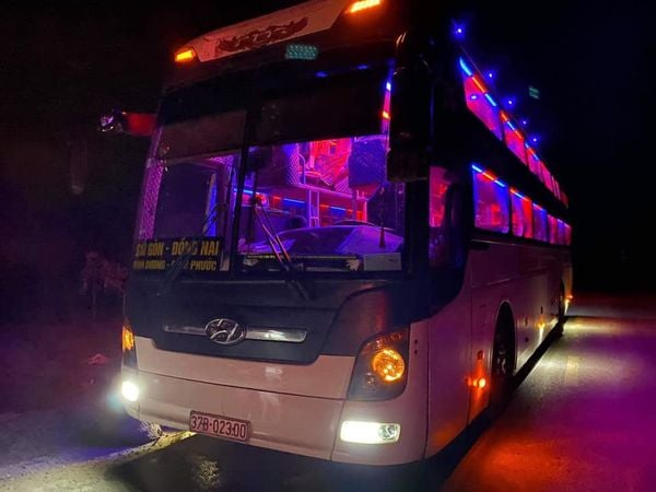 Đang trong vùng dịch vẫn lái xe giường nằm chở hành khách đi vào miền Nam - Ảnh 1.