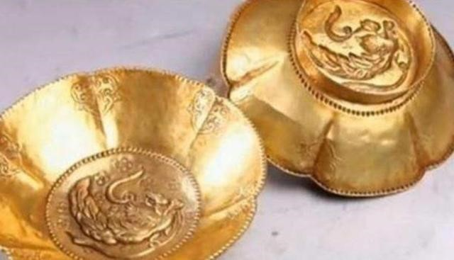 Người đàn ông dùng hơn 10 tỷ để mua đôi bát vàng, vợ nhắn nhủ: Không phải vàng thật thì đừng về nhà! - Ảnh 5.