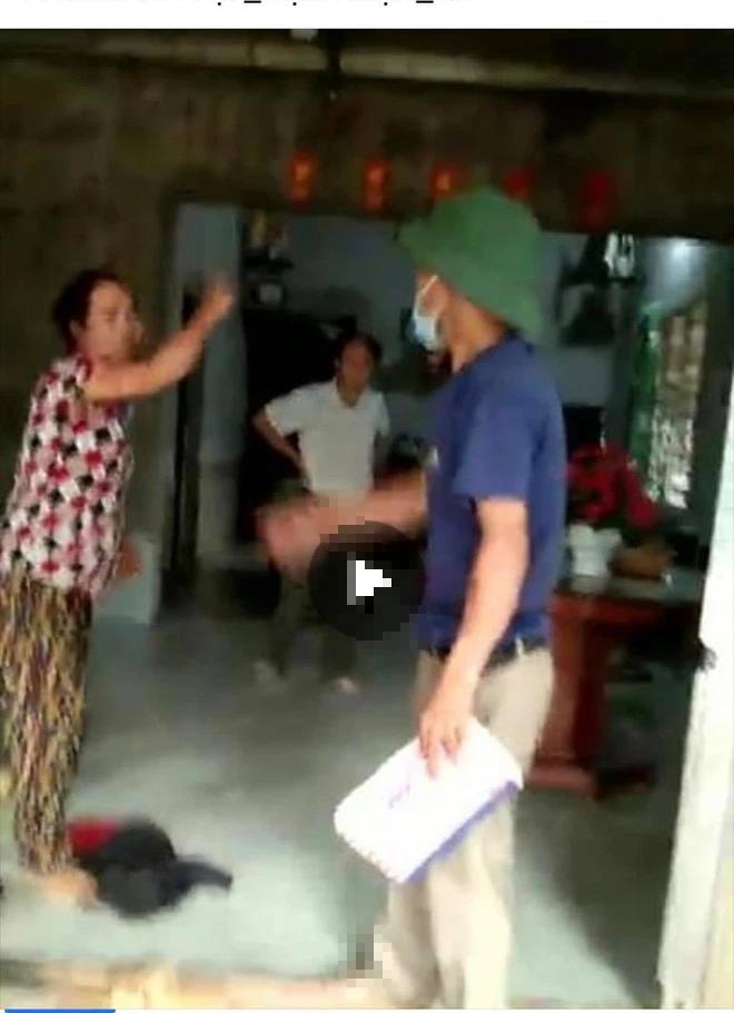 Trưởng thôn bị cặp vợ chồng hành hung khi đi tuyên truyền chống dịch Covid-19 - Ảnh 1.