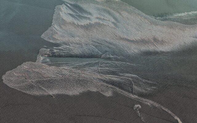 NÓNG: Ảnh vệ tinh hiện trường tàu quân sự Iran cháy nổ ở Vịnh Oman hé lộ thảm họa kép? - Ảnh 1.