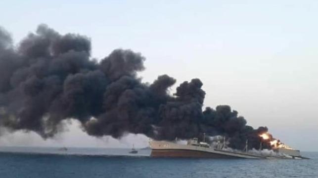 NÓNG: Ảnh vệ tinh hiện trường tàu quân sự Iran cháy nổ ở Vịnh Oman hé lộ thảm họa kép? - Ảnh 3.
